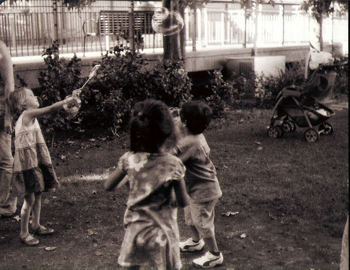 Children with bubblessuki
