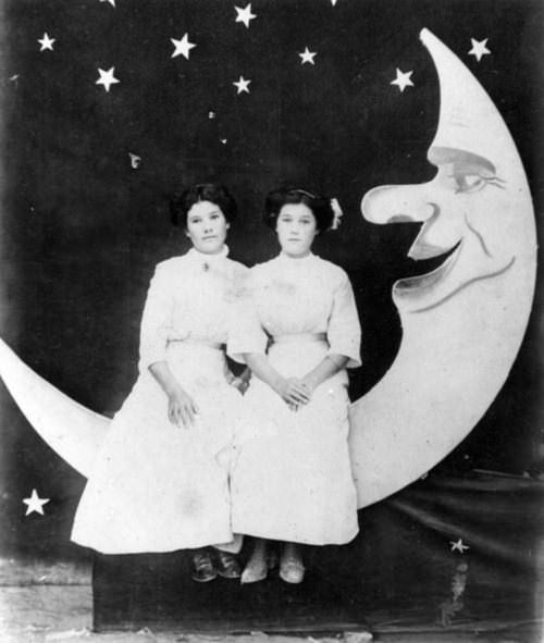 Antonia Ordóñez (left) and Guadalupe Juarez-Ordóñez sitting on a half-moon prop for novelty photos at the Santa Monica Pier, 1920. Via Of Another Fashion.