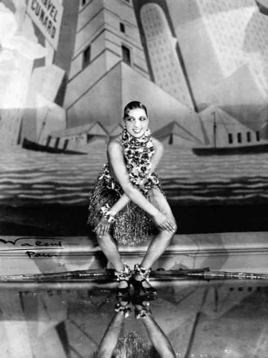 Josephine Baker dancing the Charleston at the Folies-Bergère, Paris, 1926. Via Wikipedia Commons.