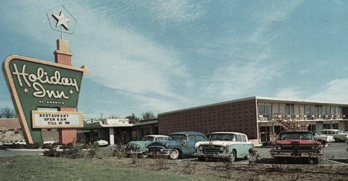 Postcard of a Holiday Inn in Greenville, South Carolina, circa 1960. Via Minna Gilligan.