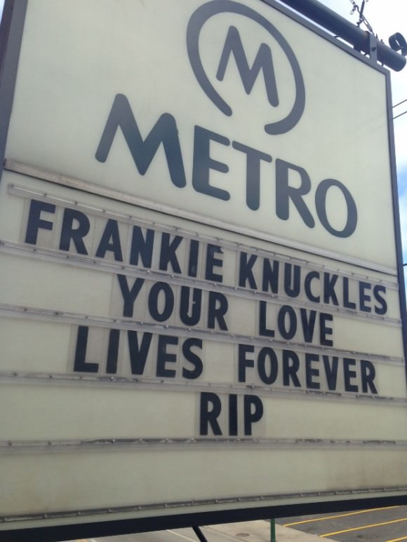 A bar in Chicago remembers the DJ Frankie Knuckles. Photo by Noisey.