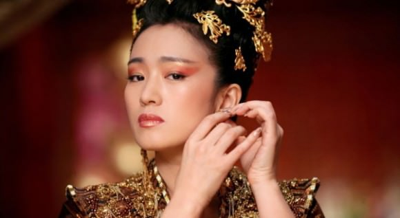 Gong Li as the Empress in Curse of the Golden Flower.