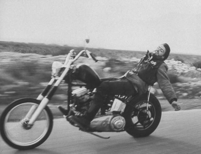 Photo by Bill Ray, 1965, Los Angeles, California. Via LIFE.