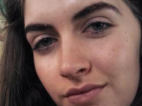 Makeup Trick: Jingle Brows